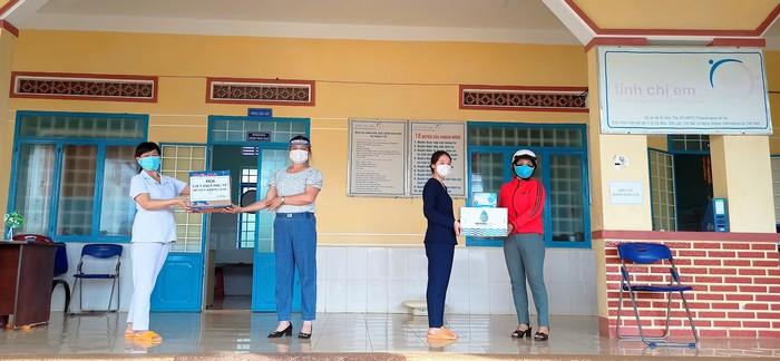 Những hành động ý nghĩa của phụ nữ Đắk Lắk tham gia phòng chống dịch bệnh Covid-19